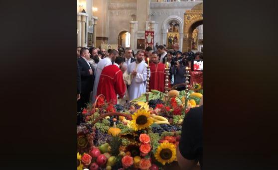 Photo of საქართველოს პატრიარქმა ხილი აკურთხა და ხალხს ფერიცვალების დღესასწაული მიულოცა (ვიდეო)