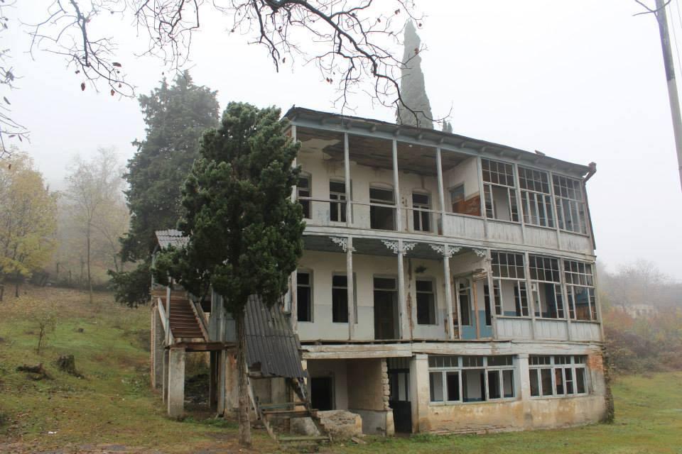 """Photo of ,,აზვირთებულ შემოდგომას თქვენ არ შეგიბრალოთ ბახუსის ღმერთმა"""" _ ქიზიყში, ქვ. მაჩხაანში 1884 წელს აშენებული სკოლა დაანგრიეს"""