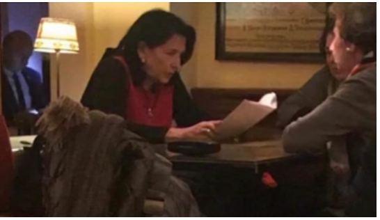 "Photo of ,,რატომ ზის ფუდ-ბლოგერივით ყოველ საღამოს რესტორანში ქვეყნის პრეზიდენტი?"""