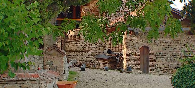 Photo of დარიშხანი სასმელ წყალში და მავთულხლართები ბოდბეში – მოსახლეობა მონასტრის წინააღმდეგ